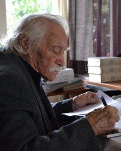 Manolis Glezos. en su despacho. - ÁLVARO GONZÁLEZ GARCÍA-CALVO
