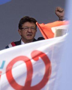El líder de la Francia Insumisa, Jean-Luc Mélenchon, en el discurso ofrecido al final de una manifestación contra las reformas laborales del Gobierno en París. REUTERS / Philippe Wojazer