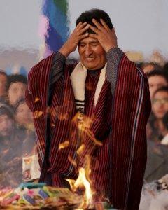 Evo Morales agradece una década de presidnecia en la antigua Tiahuanaco.- REUTERS.