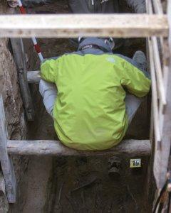 Los restos de Timoteo Mendieta han sido exhumados hoy en el cementerio de Guadalajara tras 12 días de trabajo del equipo de la Asociación para la Recuperación de la Memoria Histórica (ARMH).EFE/Pepe Zamora