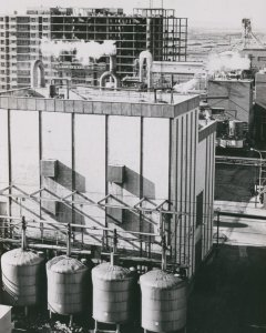 El vertiginoso y descontrolado crecimiento urbanístico en la España de los años 60 y 70 hizo que las ciudades engulleran industrias del extrarradio.