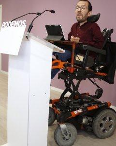 El secretario de Organización de Podemos, Pablo Echenique, durante la rueda de prensa que ha ofrecido tras la reunión de la dirección del partido para analizar los resultados de las elecciones vascas y gallegas. EFE/Angel Díaz