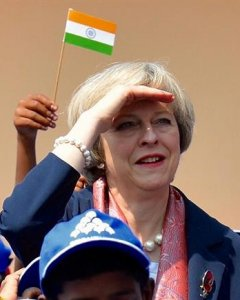 La primera ministra británica, Theresa May en su visita a la escuela de primaria Stone Hill Government Higher en Bangalore, la India EFE/STRINGER
