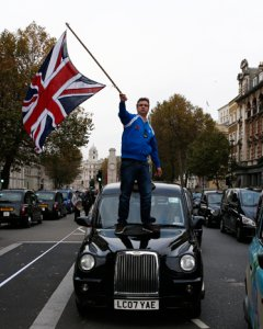 Un taxista en Londres. AFP