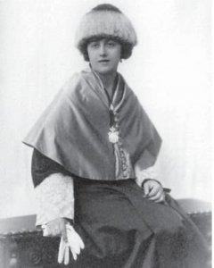 Ángela García de la Puerta fue también, desde mediados de los años 30, una de las primeras mujeres que dirigieron un instituto de Bachiller en España.