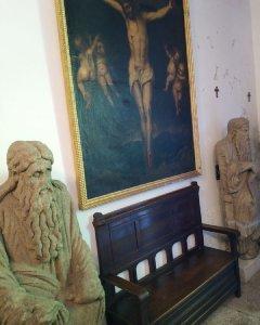 Las estatuas de Isaac y de Abraham, pertenecientes a la catedral de santiago de Compostela, en el Pazo de Meirás.