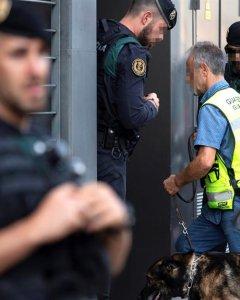 23/09/2019.- Registro que los agentes de la Guardia Civil han llevado a cabo este lunes en la vivienda sita en la calle Antoni Cusido de Sabadell (Barcelona), perteneciente a una de las nueve personas detenidas este lunes en Cataluña, vinculadas a los Com