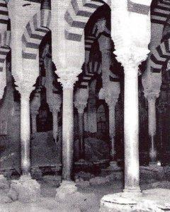Imagen histórica de los años 30 del siglo XX, de la excavación del arquitecto Félix Hernández del subsuelo de la Mezquita de Córdoba para buscar la iglesia de San Vicente.
