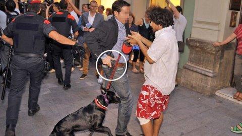 Escolta de Rajoy recurre a su arma contra un manifestante en Reus. DIARI DE TARRAGONA
