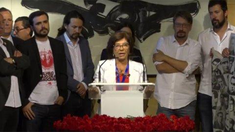 Representantes de Unidos Podemos, PSOE, PDeCAT, PNV y Compromís, en el acto de homenaje a las víctimas del franquismo, en el Congreso de los Diputados.