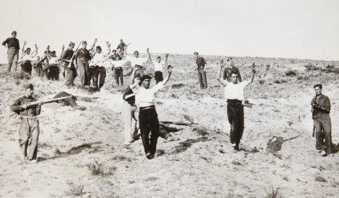 Milicianos republicanos hechos prisioneros de los sublevados durante la Batalla de Guadarrama (1936).