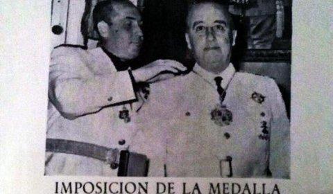 PSOE y PP se alían en un pueblo de Ciudad Real para mantener la Medalla de Oro a Franco. Periódico CLM