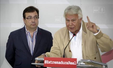 Felipe González junto al candidato del PSOE por Extremadura, Guillermo Fernández Vara. /EFE