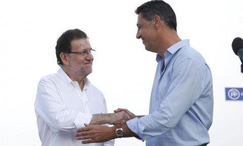 El presidente del Gobierno, Mariano Rajoy, junto al candidato del PP a las elecciones catalanas, Xavier Garcia Albiol. - EFE