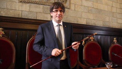 Carles Puigdemont, en el momento de ser proclamado alcalde de Girona, el 13 de junio de 2015. EFE