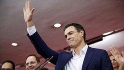 El secretario general y candidato del PSOE, Pedro Sánchez se ha dirigido a los militantes socialistas en el interior de la sede de Ferraz./ REUTERS/Juan Medina