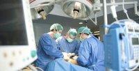 Hay al menos una decena de casos de derivación irregular de pacientes a centros privados en Coruña. / EFE