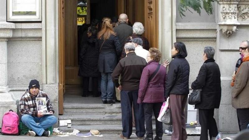 Pobreza en España: Erradicar la pobreza severa en España 'cuesta' solo 6.400 millones al año   Público