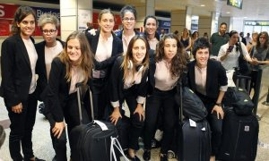 Las jugadoras de la selección española de fútbol a su llegada al aeropuerto Adolfo Suárez Madrid-Barajas, tras su participación en el Mundial de Canadá. /EFE