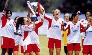 La cineasta Gurinder Chadha se marcó un tanto aventurándose en el fútbol femenino con Quiero ser como Beckham (2002), película que revelaba también la situación de la mujer india