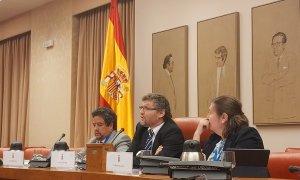 En el centro de la mesa el Relator de la ONU Fabián Salvioli - Alejandro Torrús