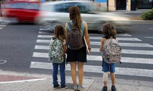 El desarrollo cognitivo de los niños que van al colegio en zonas con mucha contaminación es más lento. EFE