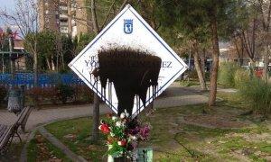 Una placa en recuerdo a una estudiante asesinada por la ultraderecha es pintada cuatro veces en dos meses