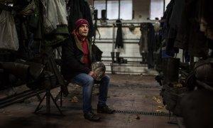 Benjamín Fernández en el vestuario de la última mina en la que trabajó, Carbonar, cerca de Cangas del Narcea, Asturias.-JAIRO VARGAS