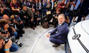 09/09/2019 - Herbert Diess, CEO de Volkswagen AG durante la presentación de un automóvil eléctrico de Volkswagen en Frankfurt, Alemania. / REUTERS (Wolfgang Rattay)