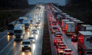 Imagen de una carretera de Alemania congestionada por el tráfico. (Reuters/Wolfgang Rattay)