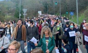 Miles de personas salen a la calle y reclaman dimisiones tras el derrumbe de Zaldibar