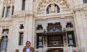 Los versos de Miguel Hernández resuenan en Cibeles frente al