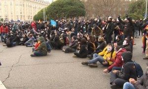 Manifestantes de Jusapol cortan el Paseo del Prado