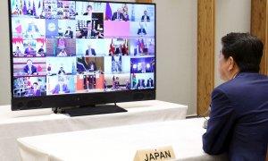 El primer ministro japonés, Shinzo Abe, durante la reunión por videoconferencia de los líderes del G20 la semana pasada. /EFE