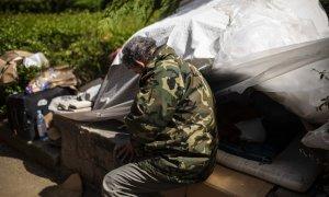 La Policía denuncia a una persona sin hogar pese a que los recursos de Madrid están llenos y no tiene donde ir