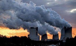 Emisiones de CO2 a la atmósfera. / EFE