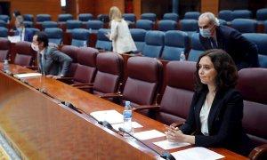 La presidenta de la Comunidad de Madrid, Isabel Díaz Ayuso, al inicio del pleno celebrado este jueves en la Asamblea de Madrid. EFE/Emilio Naranjo