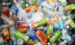 Restos de envases de plástico usados. Archivo/Reuters