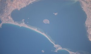 Panorámica del Mar Menor desde el espacio en 2014, antes de sufrir el episodio de eutrofización.