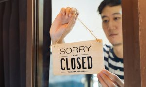 En España multitud de comercios regentados por personas de origen chino cerraron sus puertas semanas antes de decretarse el estado de alarma. / © Adobe Stock