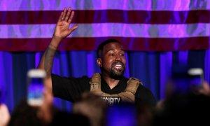 El rapero Kanye West celebra su primer mitin en apoyo de su candidatura presidencial en North Charleston, Carolina del Sur. REUTERS / Randall Hill