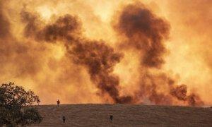 Un incendio en un paraje de Almonaster la Real /A.PEREZ / EP