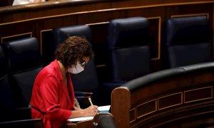La ministra de Hacienda y portavoz del Gobierno, María Jesús Montero, durante el pleno del Congreso celebrado este jueves. /EFE