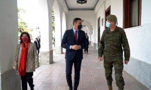 Sánchez y Robles visitan la Unidad de Vigilancia Epidemiológica del Ejército de Tierra