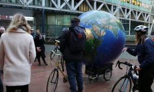 Los ecologistas sientan en el banquillo de La Haya a la petrolera Shell