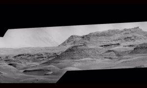 Monte Sharp en Marte fotografiado por la cámara ChemCam del rover Curiosity.