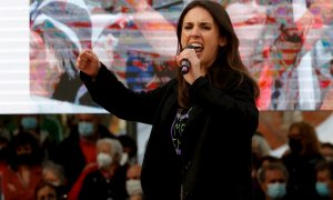La ministra de Igualdad Irene Montero interviene durante el acto de campaña de cara a las elecciones regionales que Unidas Podemos ha celebrado este viernes en Vallecas.