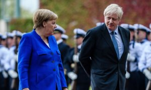 Esta será la primera cumbre del G-7 a la que Reino Unido acudirá completamente desligado de la UE. En la imagen, la canciller alemana, Angela Merkel, y el primer ministro británico, Boris Johnson, en una reunión en Berlín, en agosto de 2019.