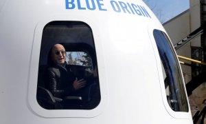 Las absurdas peticiones de Change.org a Bezos: que no vuelva a la Tierra y que se coma la Mona Lisa