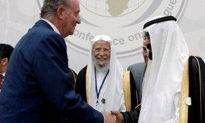 Juan Carlos I saluda al rey Abdalá de Arabia Saudí en la inauguración de la Conferencia Internacional para el Diálogo interreligioso que se celebró en Madrid del 16 al 18 de julio de 2008.